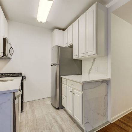 Rent this 2 bed condo on 6th St in Jersey City, NJ