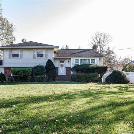 Rent this 3 bed house on Effron Ave in East Northport, NY