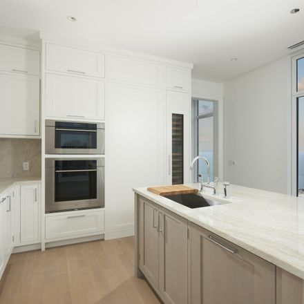 Rent this 3 bed townhouse on One Bennett Park in 451 East Grand Avenue, Chicago