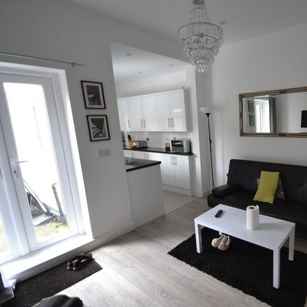 Rent this 4 bed house on Ulster Terrace in Stoke-on-Trent ST4 5EY, United Kingdom
