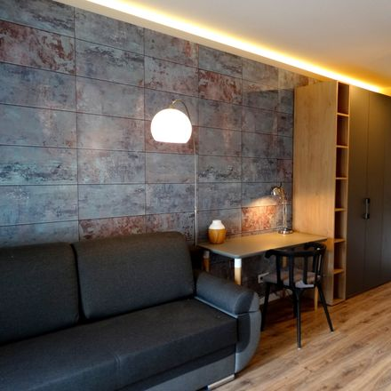 Rent this 3 bed room on Legionów 71/73 in 91-070 Łódź, Polska