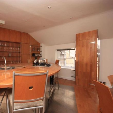 Rent this 3 bed house on Glasgow Youth Hostel in 7/8 Park Terrace, Glasgow G3 6BY