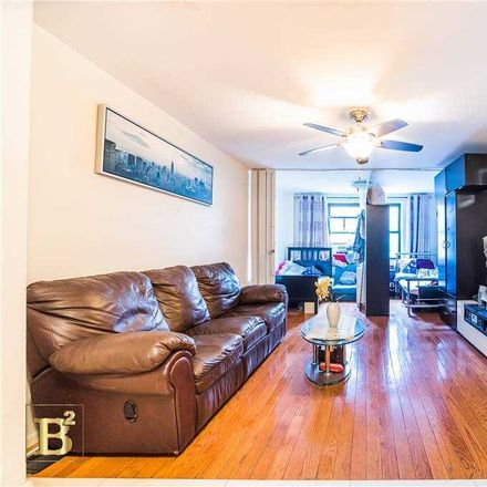 Rent this 2 bed condo on Roosevelt Avenue in New York, NY 11354
