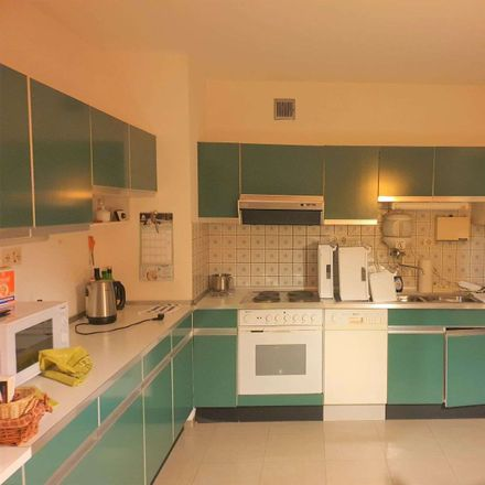 Rent this 4 bed apartment on St.-Anna-Straße 80 in 54295 Trier, Germany