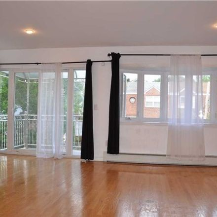 Rent this 3 bed apartment on College Point