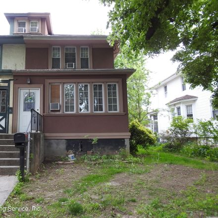 Rent this 3 bed house on 14 Howard Court in New York, NY 10310