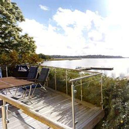 Rent this 6 bed house on Transtigen 2 in 182 75 Tranholmen, Sweden