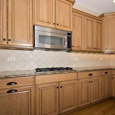 Rent this 4 bed townhouse on 724 Kingsbrook Glen in Glen Ellyn, IL 60137