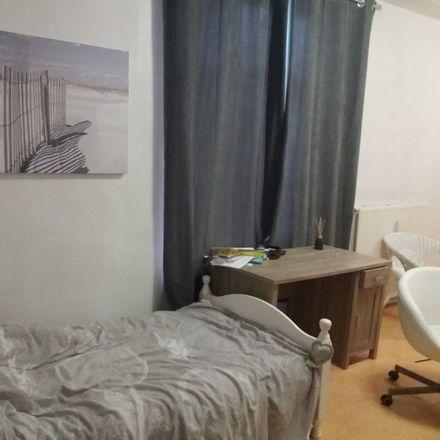 Rent this 5 bed apartment on Rue de la Lune 49 in 6060 Charleroi, Belgique
