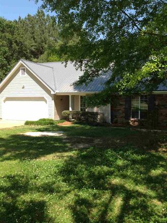 Rent this 3 bed house on Byram Dr in Jackson, MS