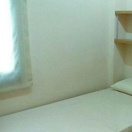 Rent this 4 bed room on Farmàcia Montané Bombardó in Glòria, Carretera de Barcelona