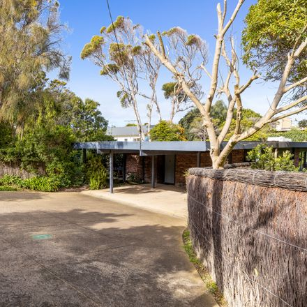 Rent this 4 bed house on 3853-3855 Point Nepean Road