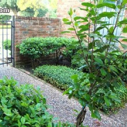 Rent this 2 bed townhouse on South Rice Avenue in Houston, TX TX 77057