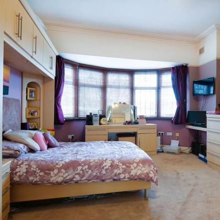 Rent this 4 bed house on Grove Avenue in London N10 2AR, United Kingdom