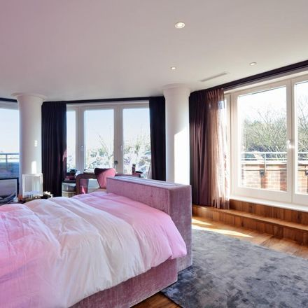 Rent this 3 bed apartment on 1 Hodford Road in London NW11, United Kingdom