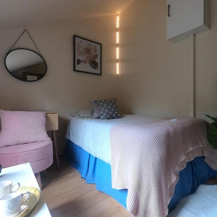 Rent this 5 bed room on St. Pauls Avenue in London NW2 5SU, United Kingdom