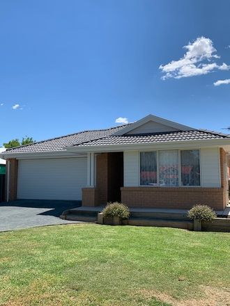 Rent this 4 bed house on 1 Ligar st
