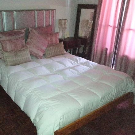 Rent this 2 bed room on R. Cidade de Odivelas in 1675 Pontinha, Portugal