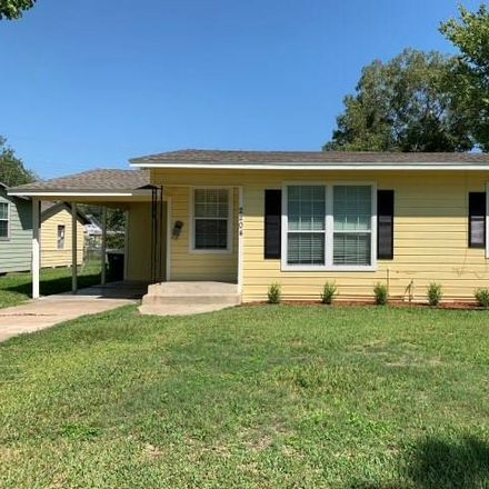 Rent this 3 bed house on 2204 East Sabine Street in Victoria, TX 77901