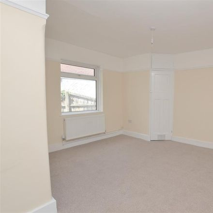 Rent this 5 bed house on Springfield House in 81 Epple Bay Road, Thanet CT7 9EW