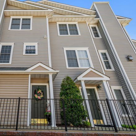 Rent this 3 bed condo on 4533 Superior Square in Chantilly, VA 22033