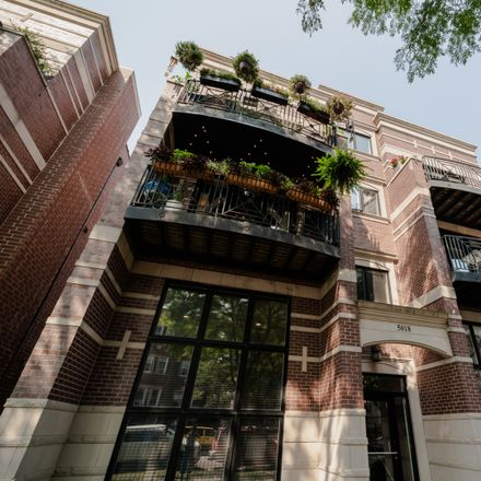 Rent this 3 bed condo on 5018 North Kenmore Avenue in Chicago, IL 60640