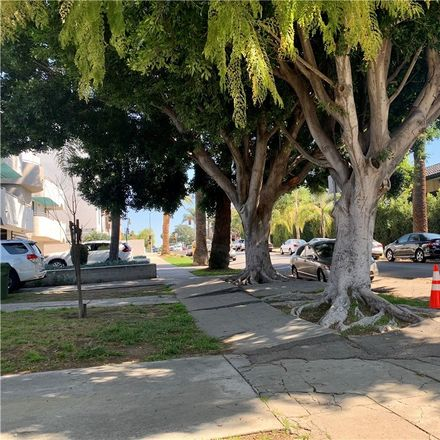 Rent this 2 bed townhouse on Maplewood Avenue in Los Angeles, CA 90029-3737