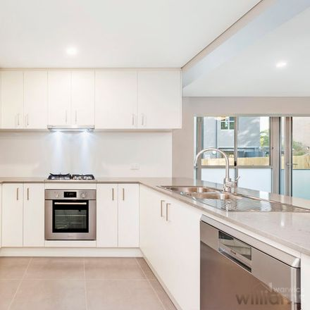 Rent this 2 bed apartment on 4/10 Montrose Road