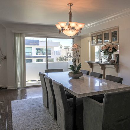 Rent this 3 bed apartment on N Oakhurst Dr in Beverly Hills, CA