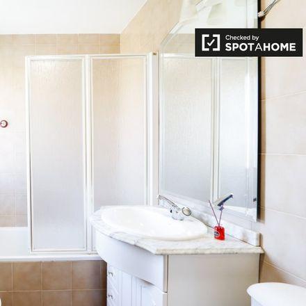 Rent this 5 bed apartment on El Pozo Burger&Beer in Calle Rosalía de Castro, 28806 Alcalá de Henares