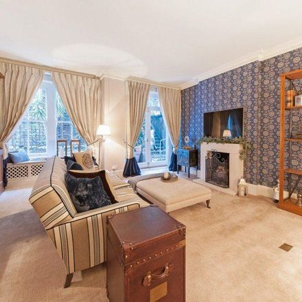 Rent this 3 bed apartment on The Cashmere Shop / House of Scotland in Brompton Road, London SW3 1QP