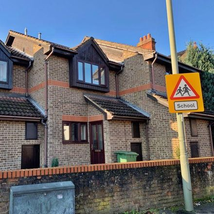 Rent this 2 bed house on Audley Firs in Elmbridge KT12 5NW, United Kingdom