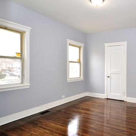 Rent this 5 bed townhouse on W Midway Park in Chicago, IL