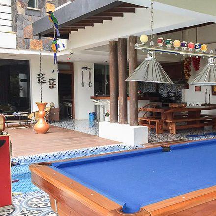 Rent this 4 bed apartment on Edificio Jardines in Calle 42A, Comuna 11 - Laureles-Estadio