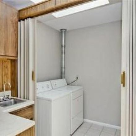 Rent this 2 bed condo on Maryland House Condominium in 4355 Maryland Avenue, City of Saint Louis