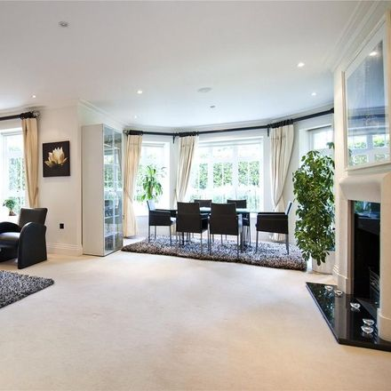 Rent this 3 bed apartment on 1-33 Mountview Close in London NW11 7JF, United Kingdom