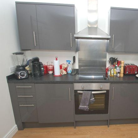 Rent this 2 bed apartment on Ginger Natural Health in 44 London Road, St Albans AL1 1NG