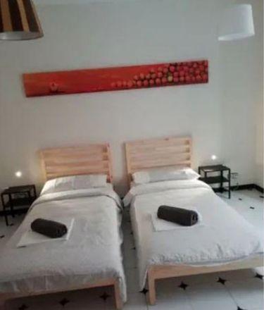 Rent this 3 bed room on Calle Trinidad Grund in 29001 Málaga, España
