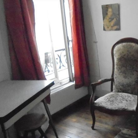 Rent this 2 bed room on Rue Ravignan in 75018 Paris, Francia