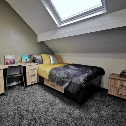 Rent this 6 bed room on Back Meadow View in Leeds LS6 1JQ, United Kingdom