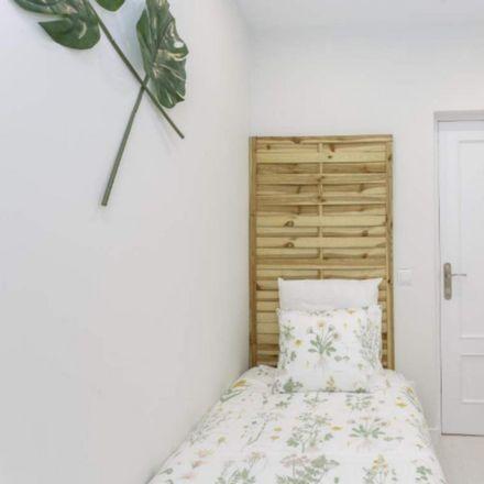 Rent this 3 bed apartment on Fitz Burger in Calle de Gabriel Lobo, 20