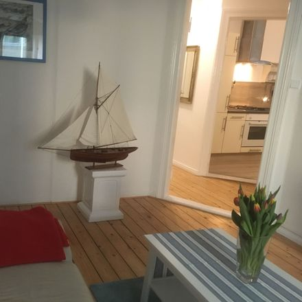 Rent this 4 bed apartment on Langenstraße 74 in 28195 Bremen, Germany
