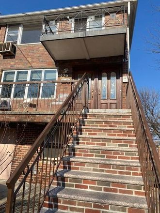 Rent this 3 bed townhouse on E 68th St in Brooklyn, NY