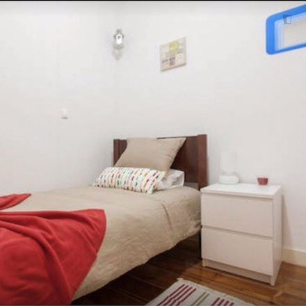Rent this 6 bed room on Farmácia Silmar in Rua de São Lázaro 128, 1169-104 PENA Lisbon