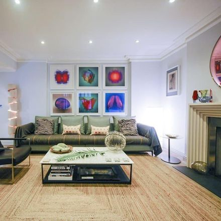 Rent this 2 bed apartment on Sunglass Hut in Brompton Place, London SW3 1PX