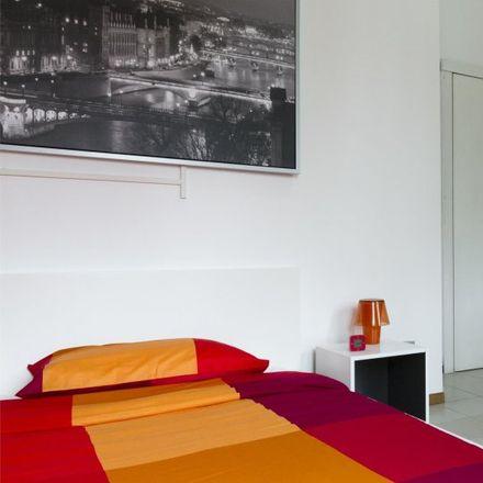 Rent this 6 bed room on Via Enrico Besana in 20135 Milan Milan, Italy