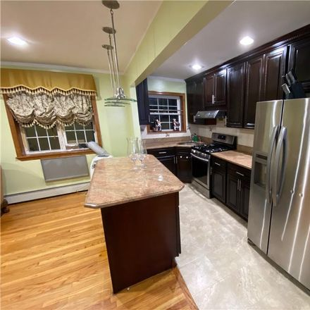Rent this 3 bed apartment on 3209 Hering Avenue in New York, NY 10469