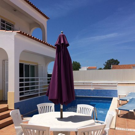 Rent this 3 bed house on Urbanizaçāo António M.Pequeno in 8400-455 Porches, Portugal