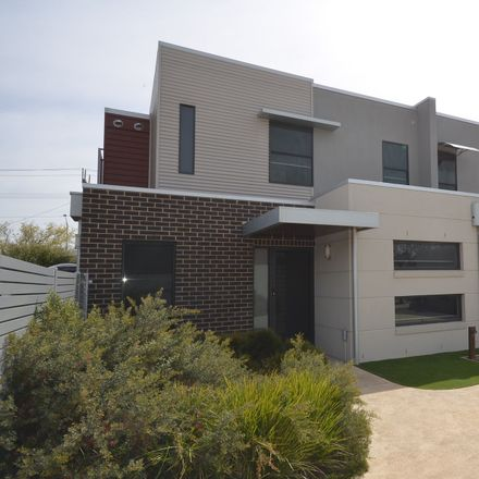 Rent this 3 bed townhouse on 3/10 Farrington Street