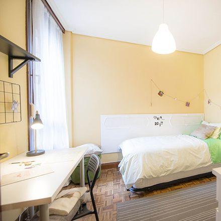 Rent this 3 bed room on Calixto Diez Kalea in 5, 48012 Bilbo